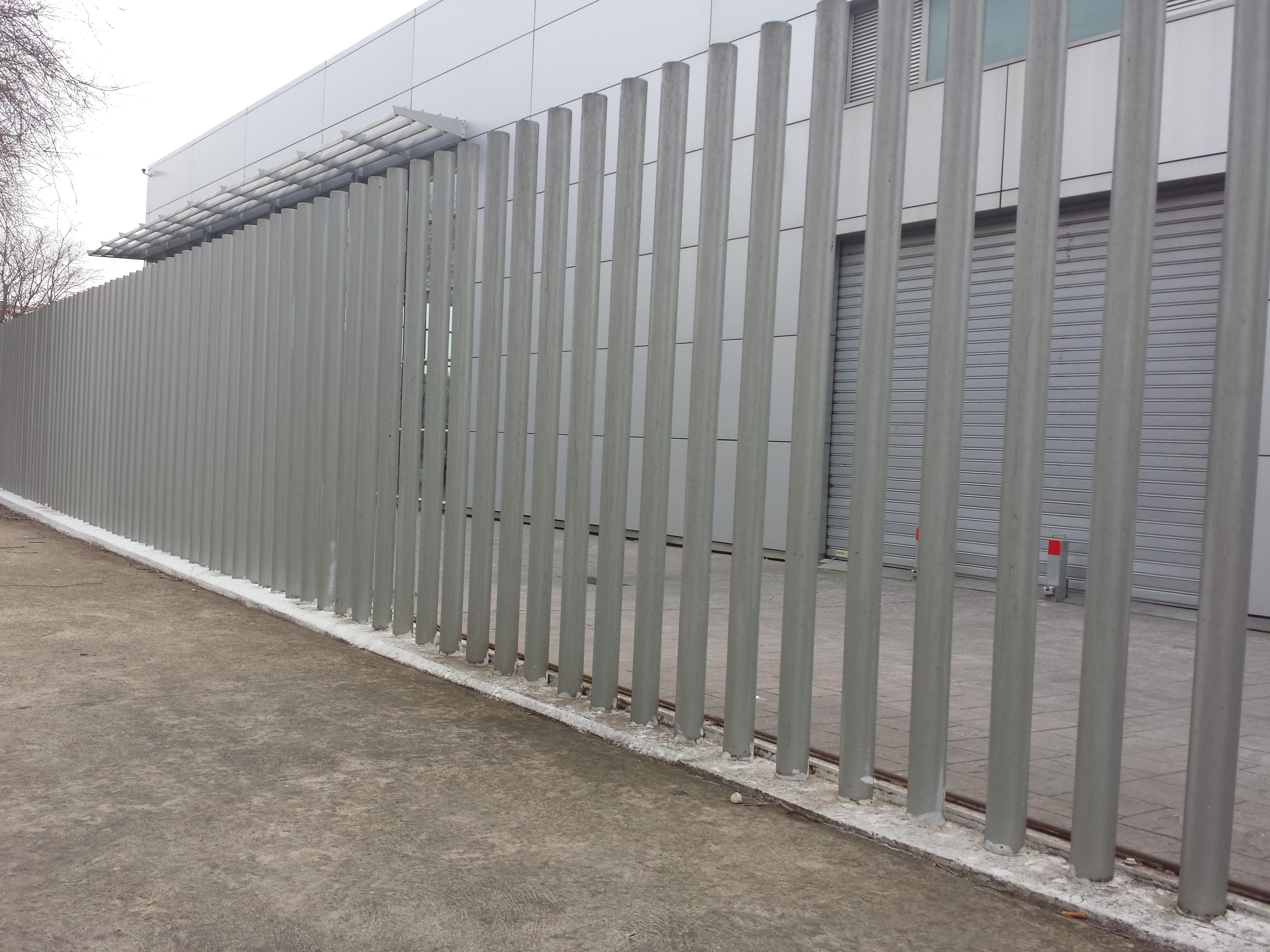 Vinuesa vallas cercados verjas empalizadas con tubos de for Tubos de hierro rectangulares