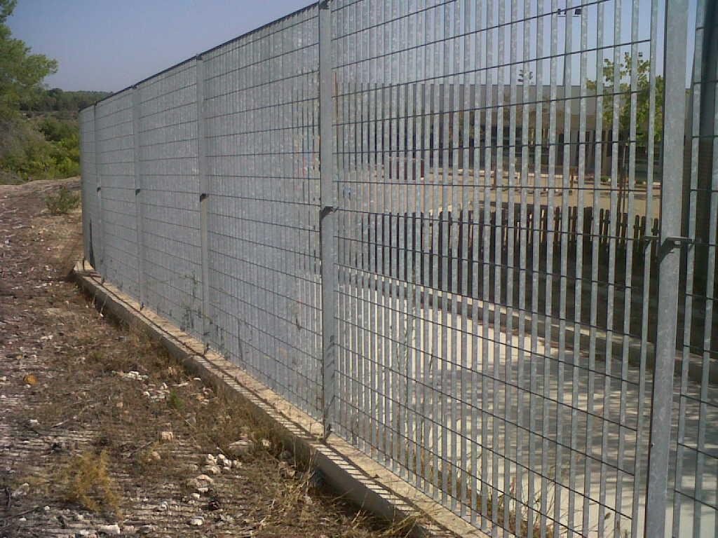 Vallas cercados verjas y rejas modelos de vallas - Vallas de obra precio ...