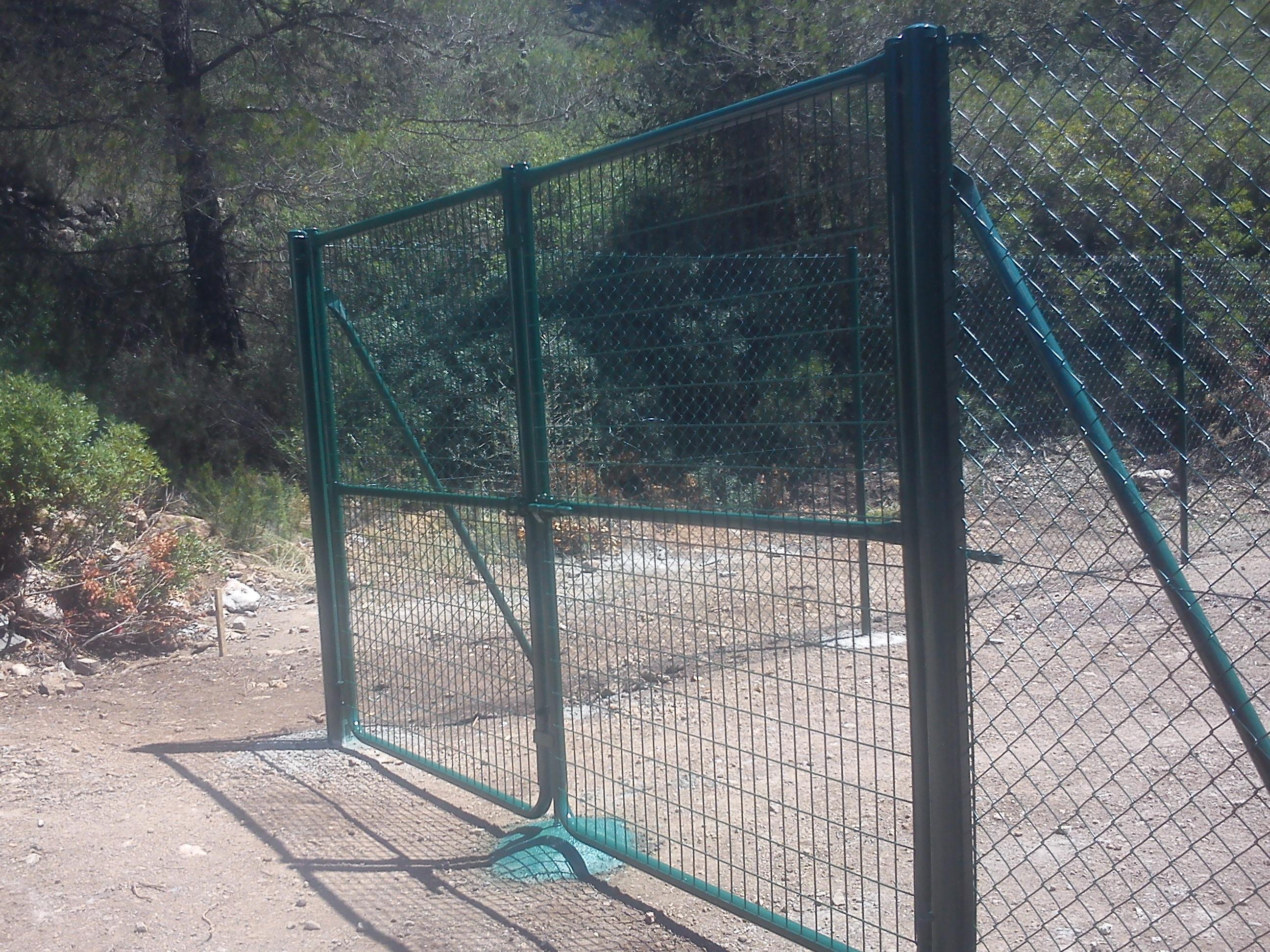 Vinuesa vallas cercados valla cercado met lico - Puertas de valla ...