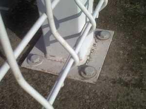 Montaje de poste con placa base