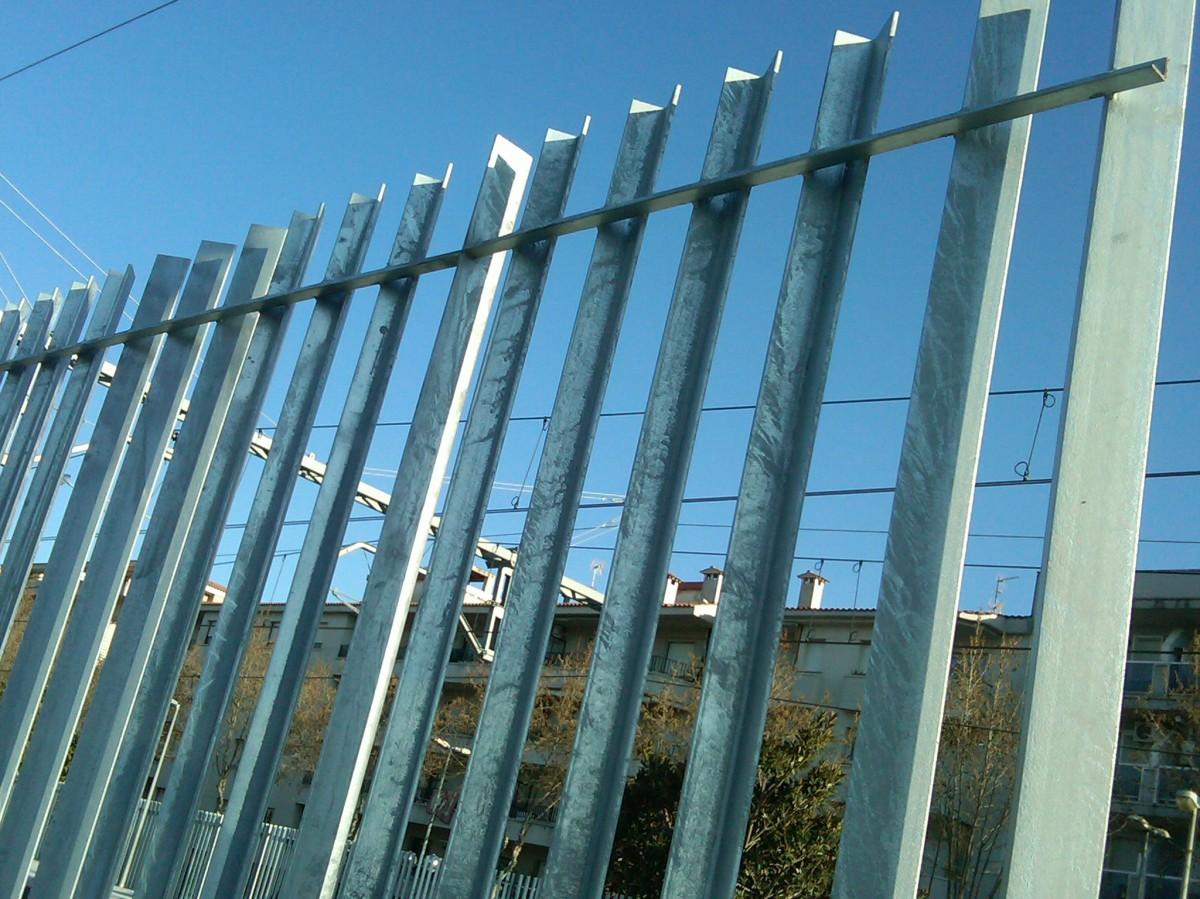 Modelos de valla introduccion a las verjas de hierro - Cerramientos de plastico ...