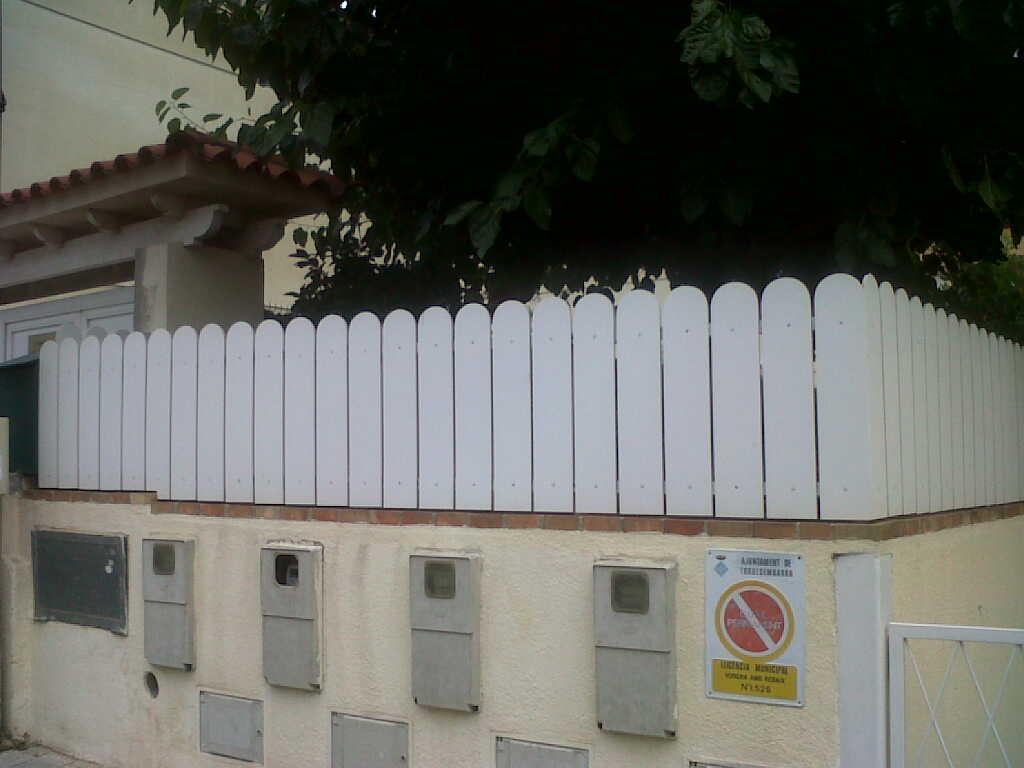Valla De PVC Para Cerramiento Residencial De 0m60 De Altura. Placas De  Canto Redondo.