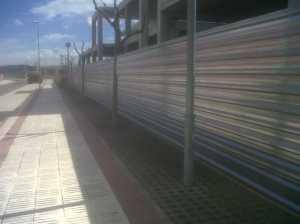 Cerramiento provisional con valla de chapa