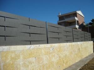 Verja residencial de compacto fenólico en trenzado