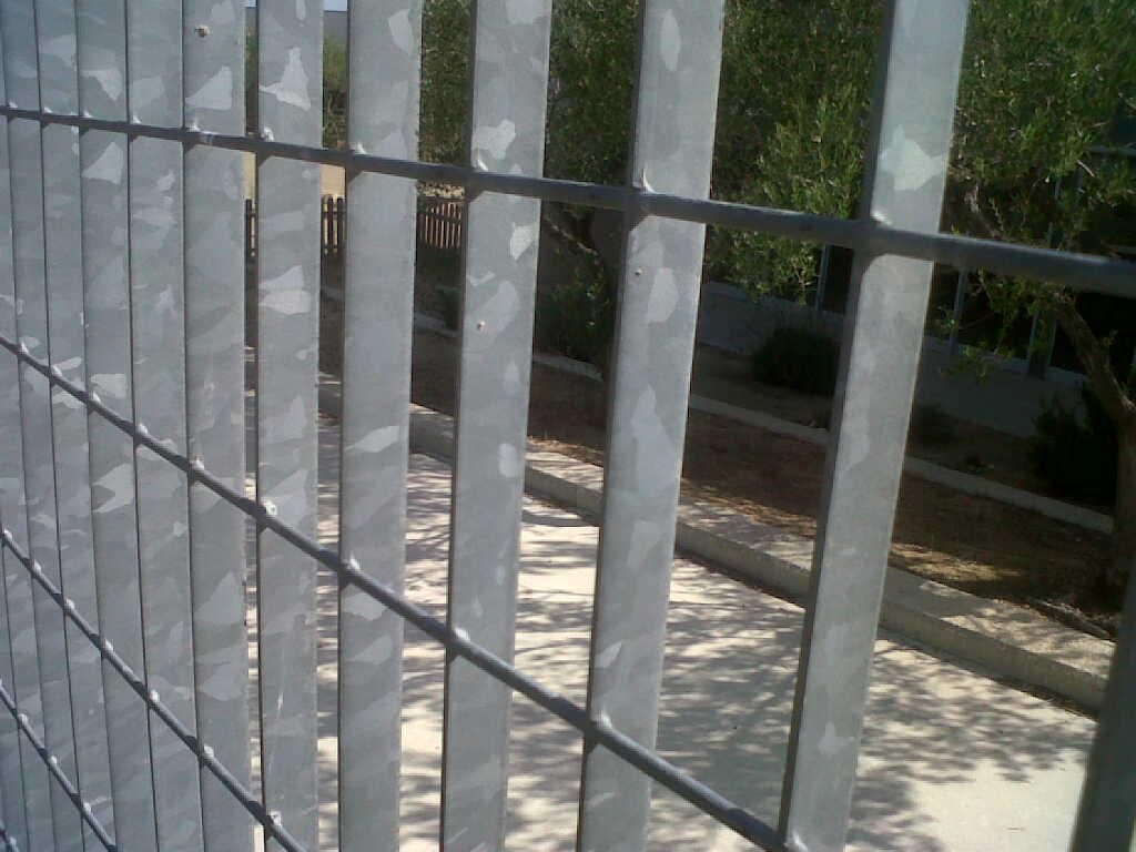 Vinuesa vallas cercados valla cercado malla metalica for Casetas de hierro galvanizado