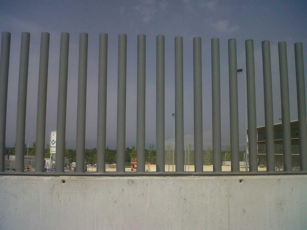 Modelos de valla verja empalizada de tubos vinuesa - Vallas de hierro ...