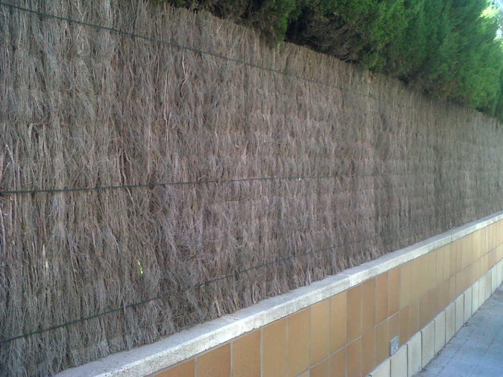 Vinuesa vallas cercados como son vallas cercados verjas for Vallas de pvc para jardin
