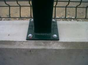 Poste de valla con placa base