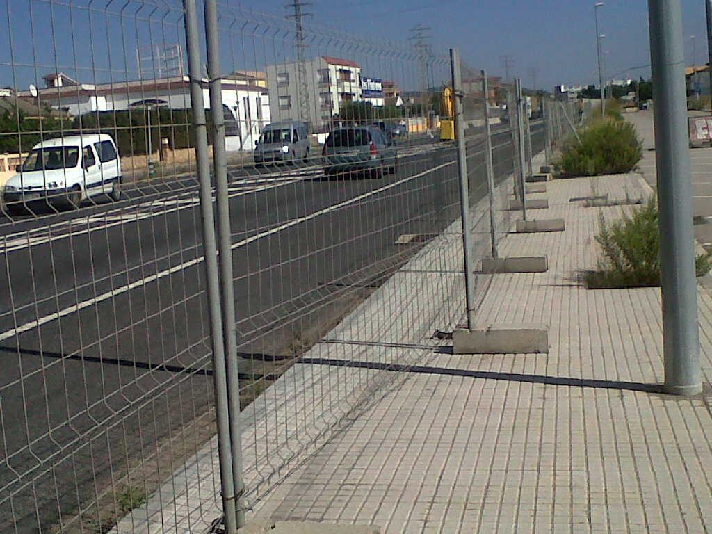 Vinuesa vallas cercados como son vallas cercados verjas enrejados poste malla varilla - Valla de obra ...