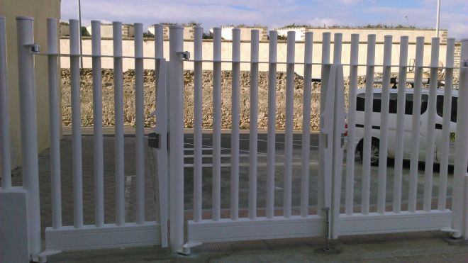 Puerta batiente empalizada