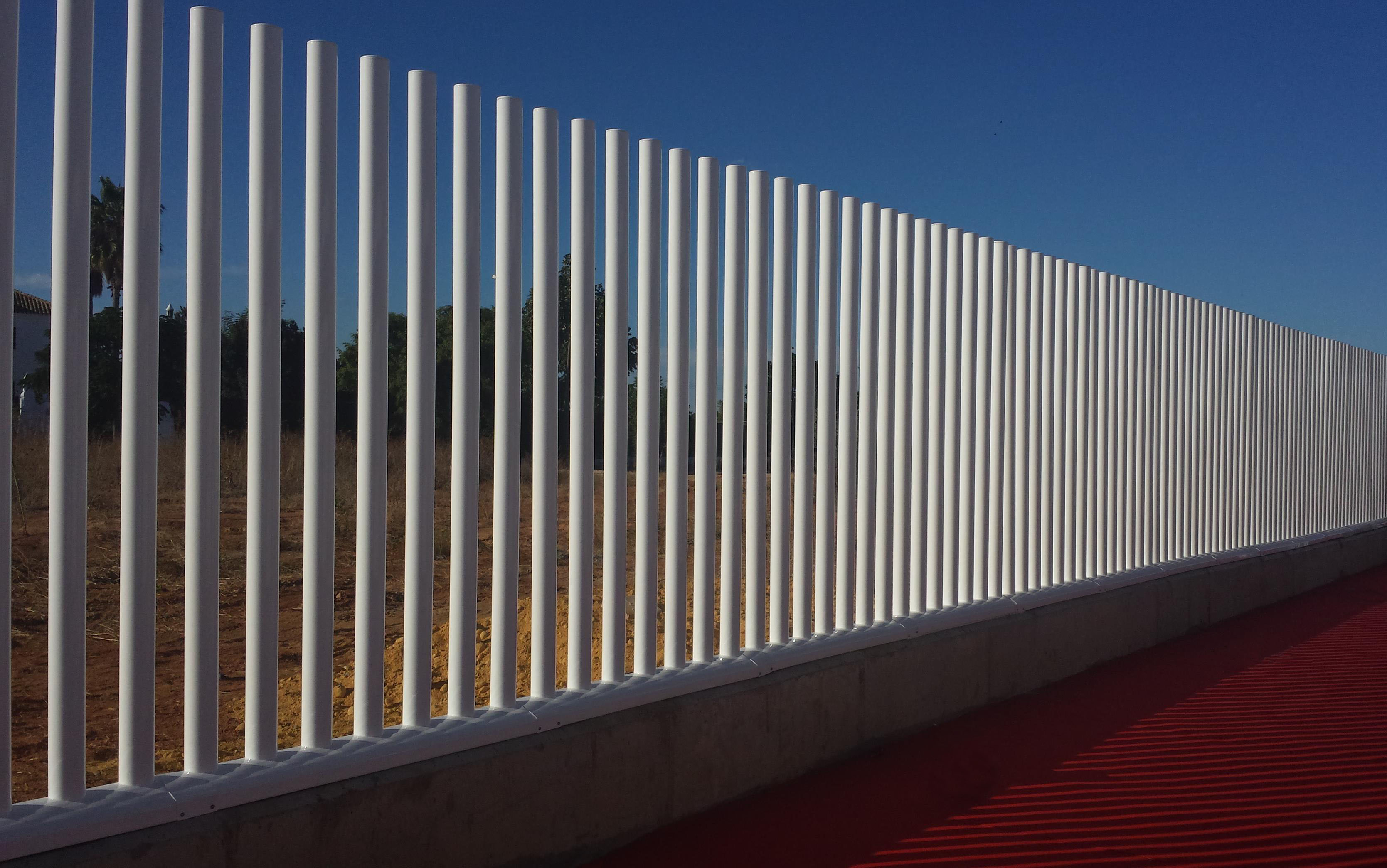 Vinuesa vallas cercados verjas empalizadas con tubos de - Verjas de hierro ...