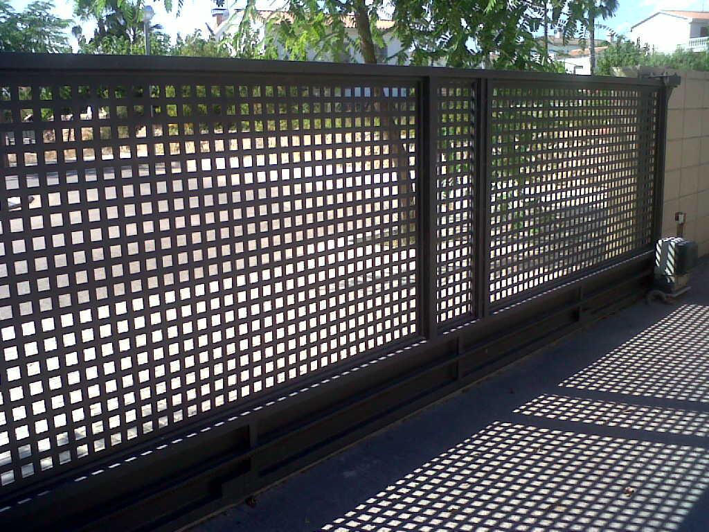 Modelos valla verjas residenciales hierro chapa perforada - Vallas para muros ...