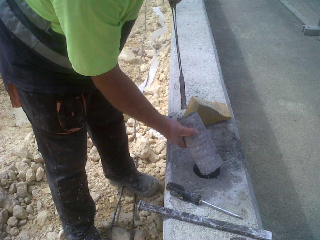 Vinuesa vallas cercados 5 formas de colocar de postes de for Colocar baldosas sobre hormigon