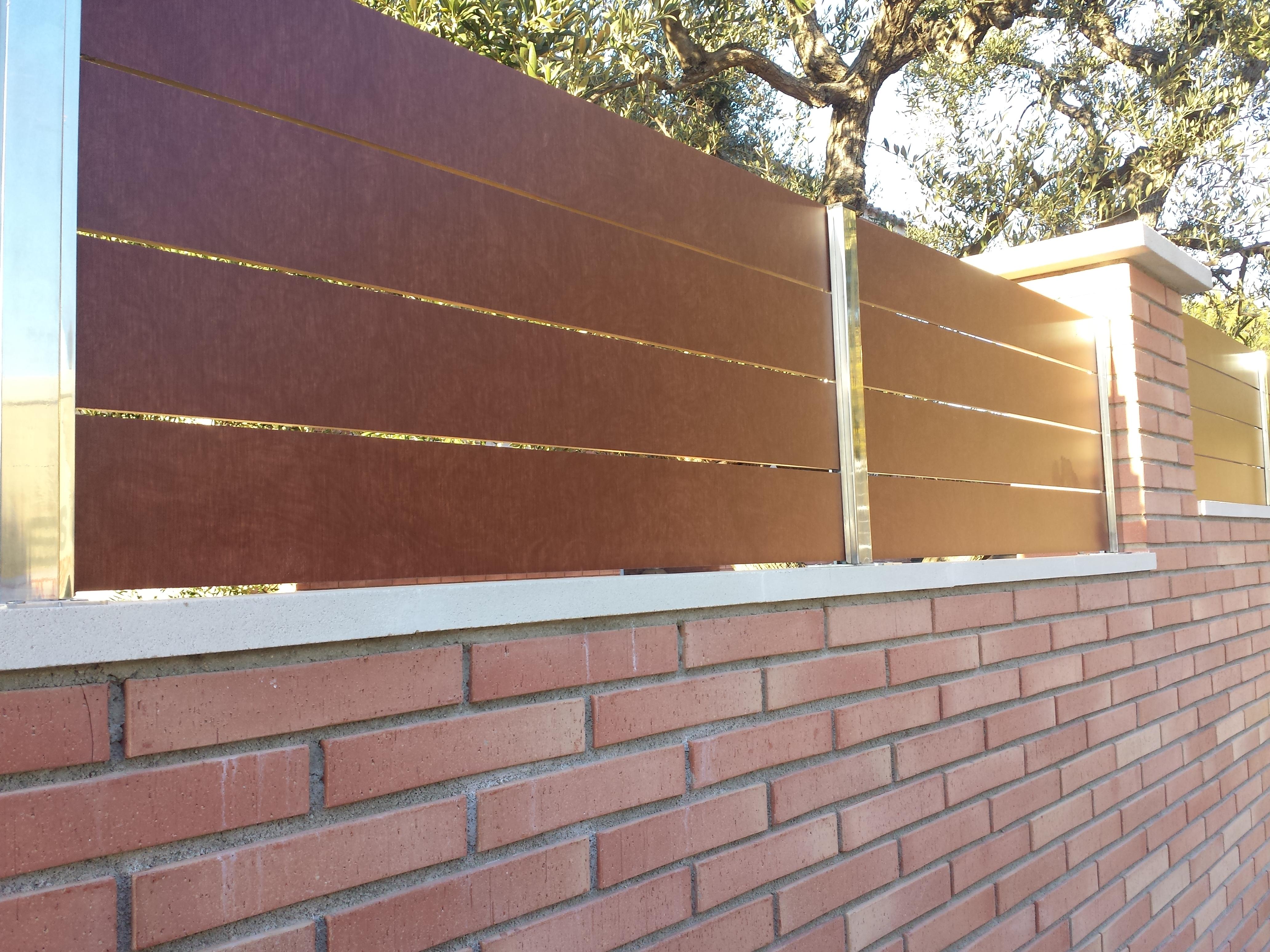 Vinuesa vallas cercados como son las vallas modernas for Vallas de pvc para jardin