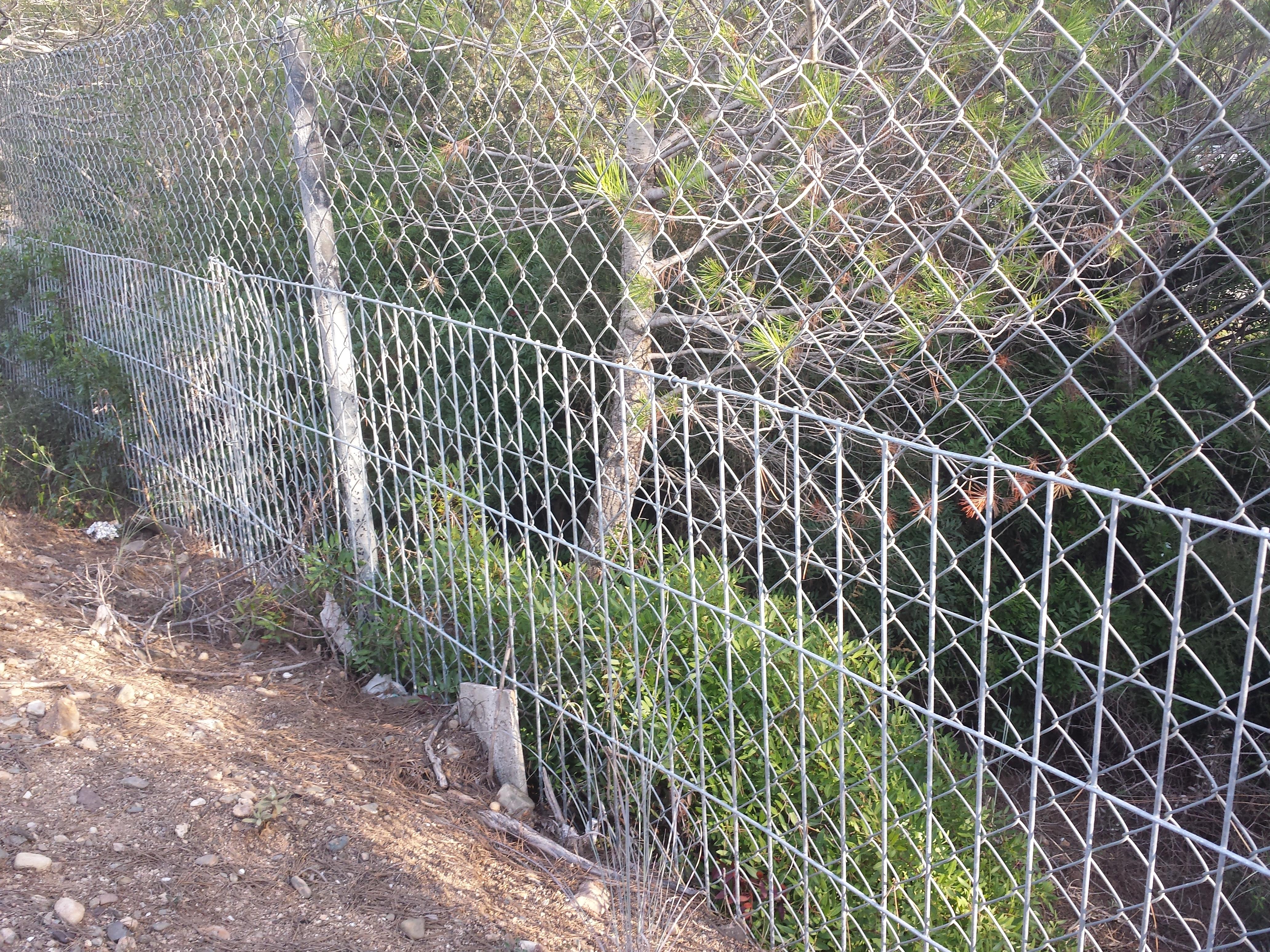 Vinuesa vallas cercados 4 vallados para evitar paso de - Vallas para terrenos ...