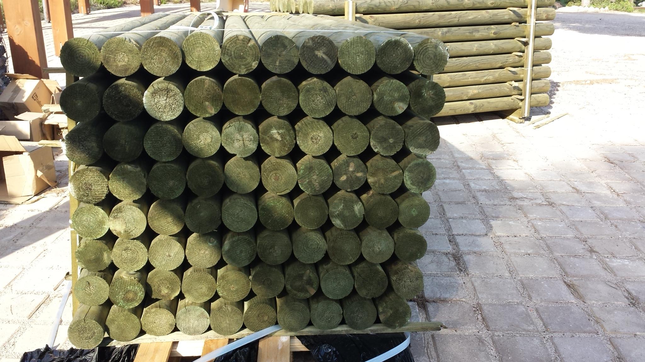 Cercados con postes de madera y malla rural anudada fincas - Autoclave para madera ...