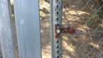 Abrazadera/tensor OXIDADO en poste cremallera