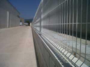 Separacion de panel malla plegada a muro