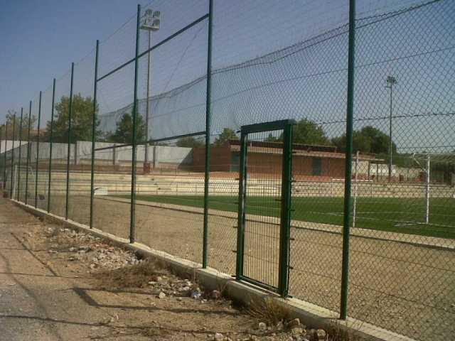 Cerramiento mixto campo de futbol